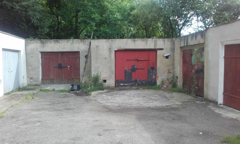 řadová garáž v obci Skršín