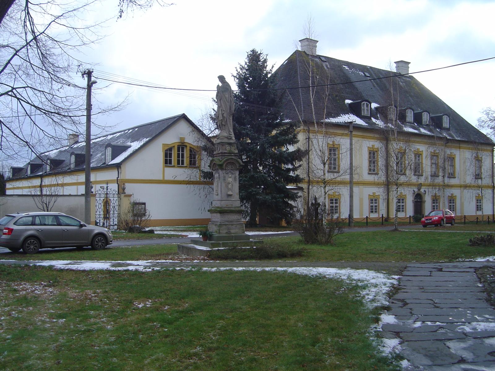 Barokní zámek v Hnojicích