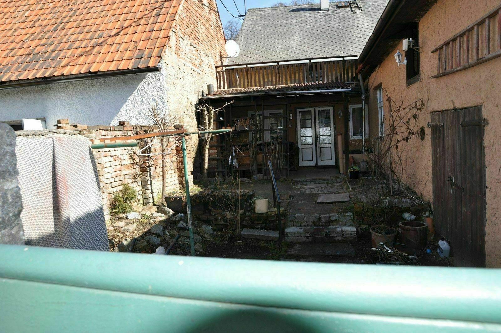 rodinný dům s pozemkem, k.ú. Kolinec