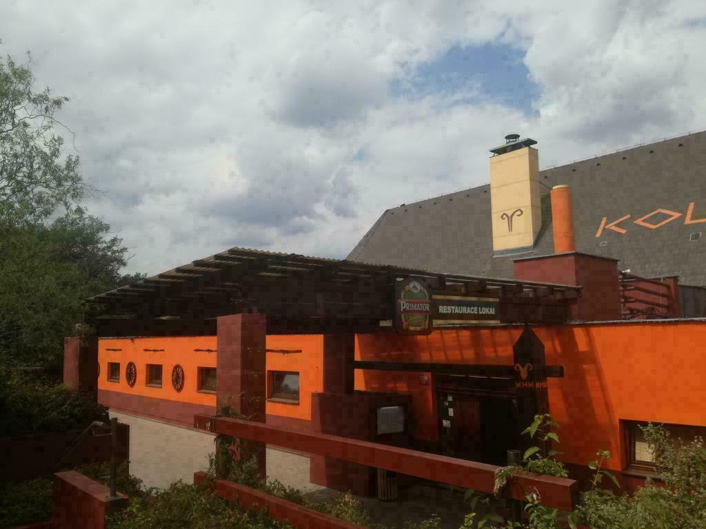 Restaurace Koliba s bytem 2+1, parkovištěm a