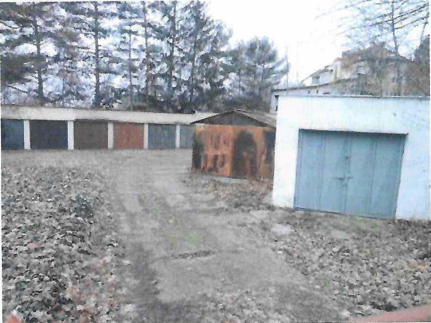 Dražba spoluvl. podílu na garážích a přilehlých