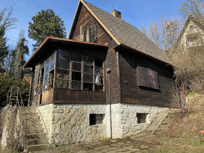 Rekreační chata Hlásná Třebaň, okr. Beroun -