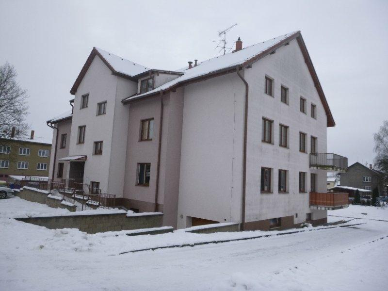 Podíl na bytě 3+1 a garáži v obci Temelín, okr.