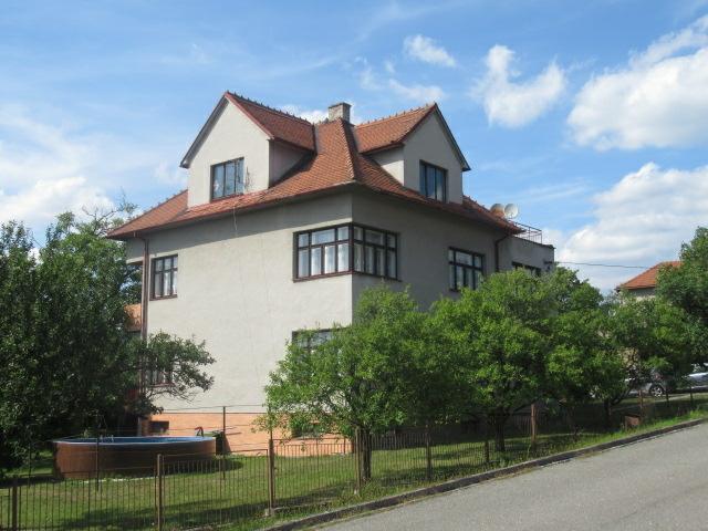 podíl 1/2 rodinného domu s pozemkem v Lukově,
