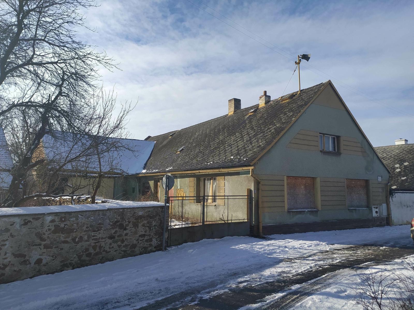 podíl ¼ rodinného domu s pozemky v Janovicích nad