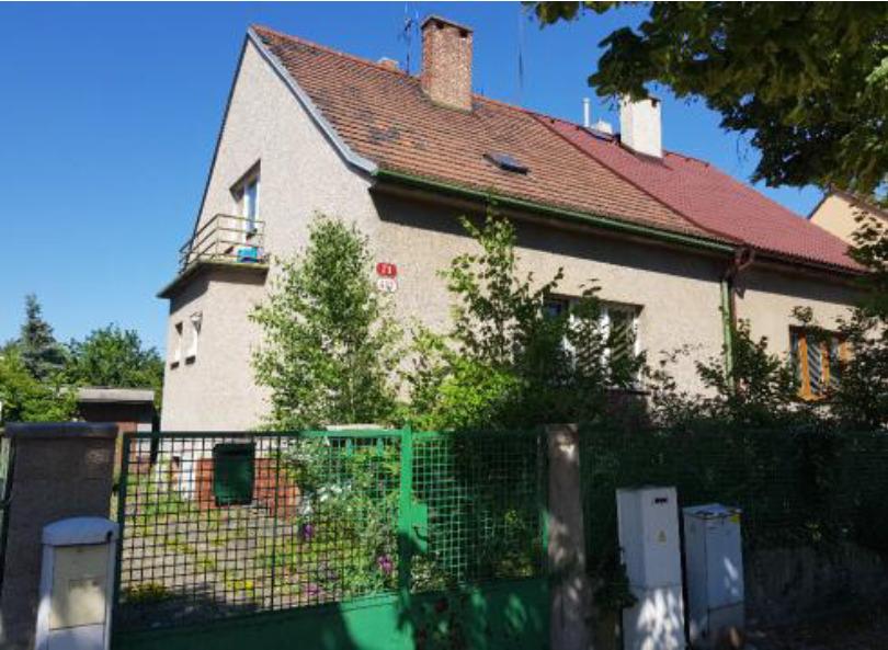 Podíly rodinného domu s pozemky a garáží v Plzni